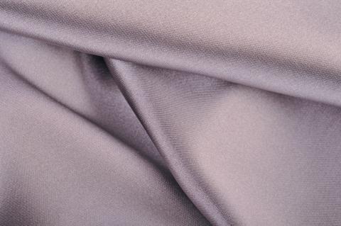 Fényes ezüst selyem