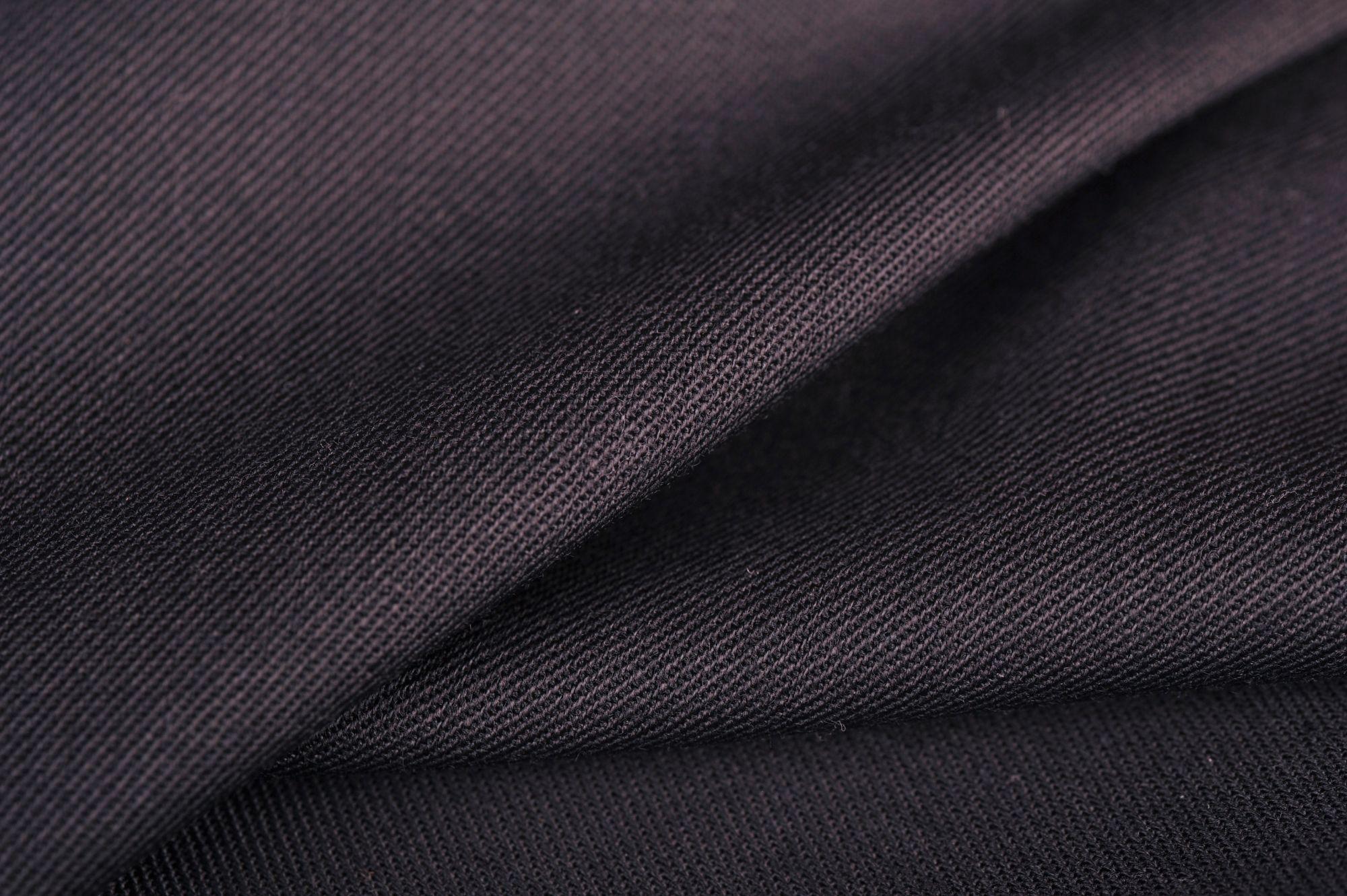 Sávolyszövésű fekete gyapjú