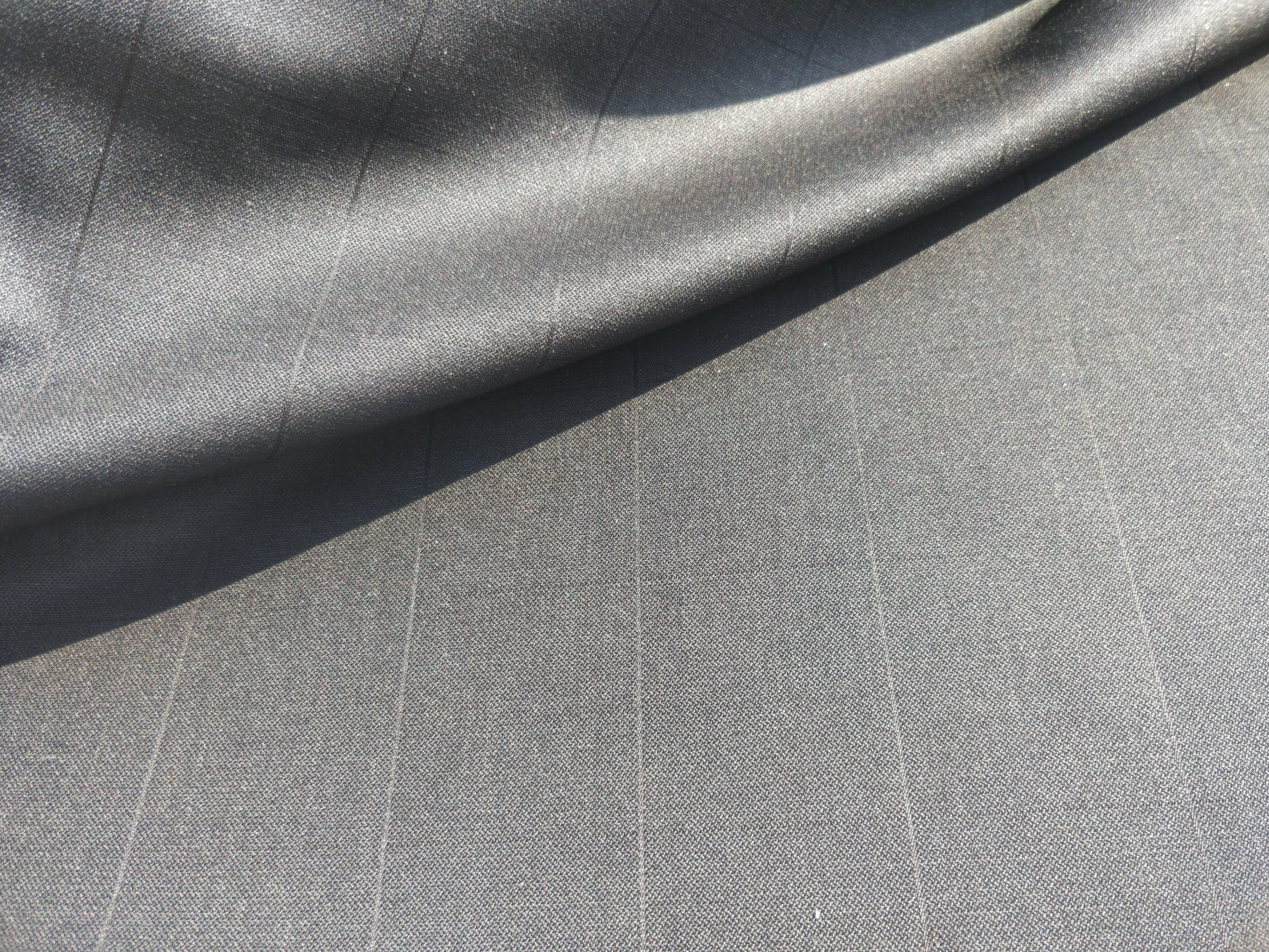 Fekete szolid kockás 100% gyapjú